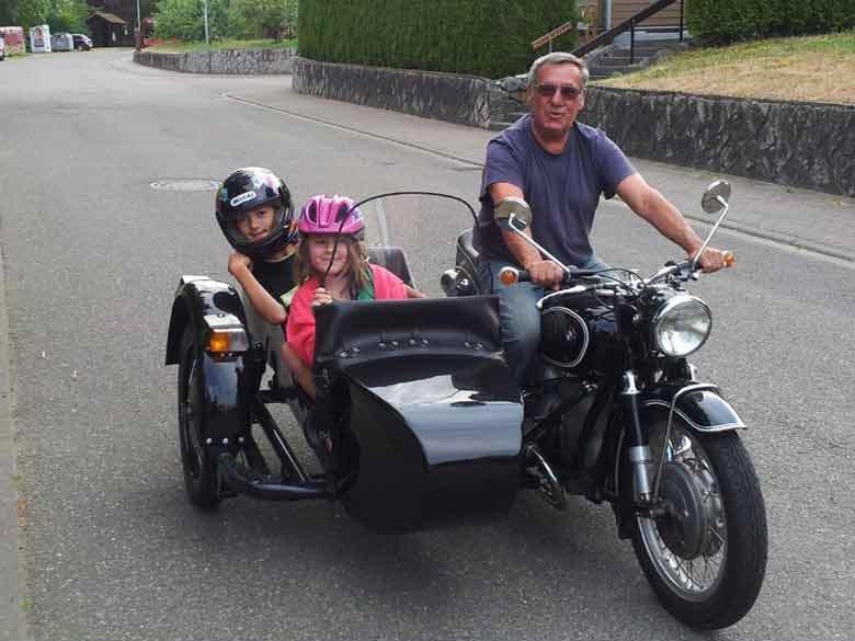 Gerhard Gieringer mit seiner BMW R 50