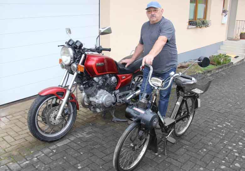 Josef Siefert mit seiner Yamaha TR1 und VeloSolex